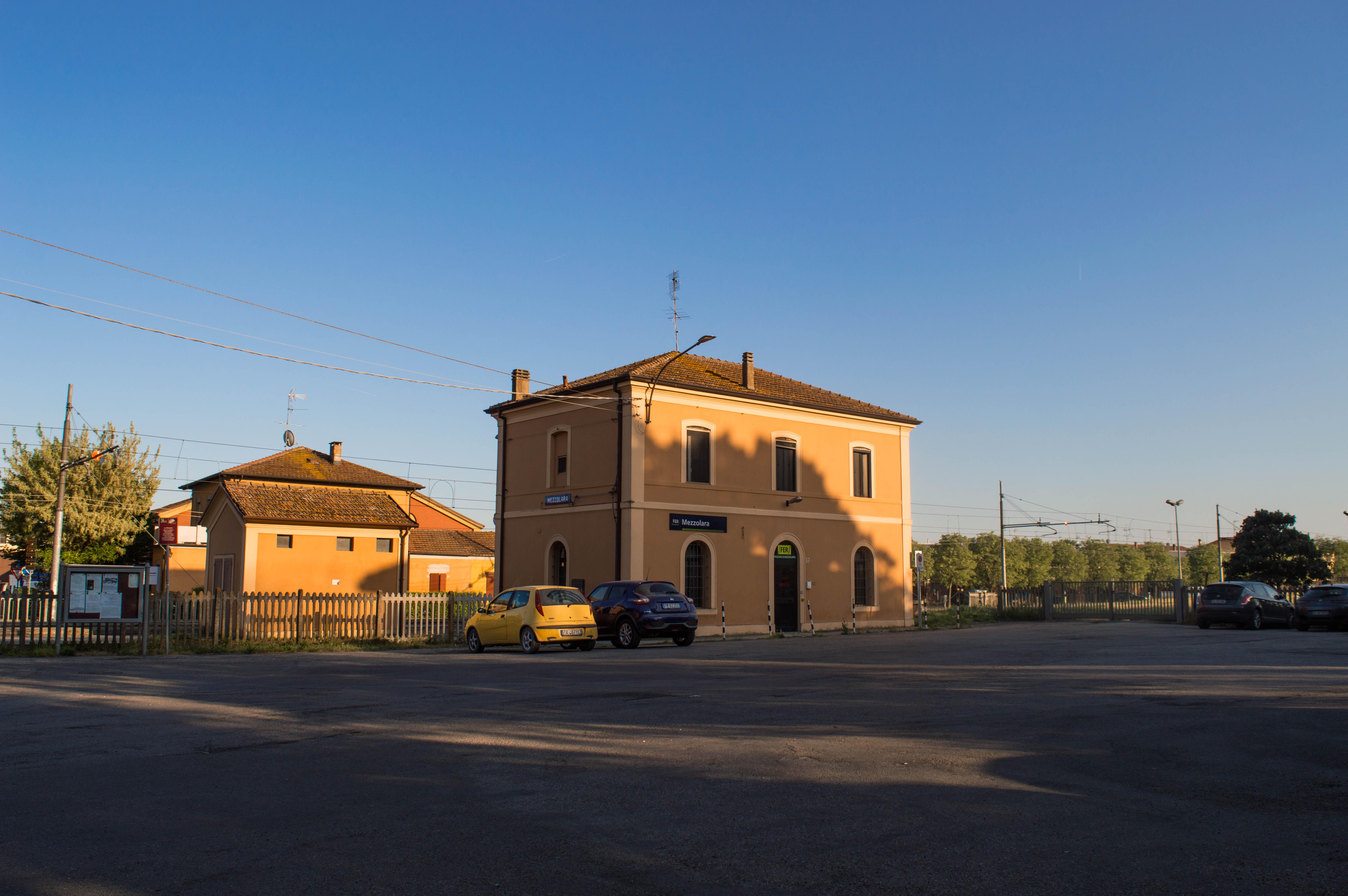 Stazione_ferroviaria_di_Mezzolara